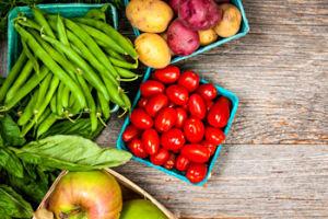 Вкусные диетические блюда из овощей: отварной картофель, котлеты из моркови и яблок, котлеты овощные