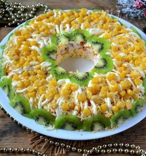 Слоеный куриный салатик