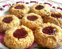 Песочное печенье с вареньем и орешками
