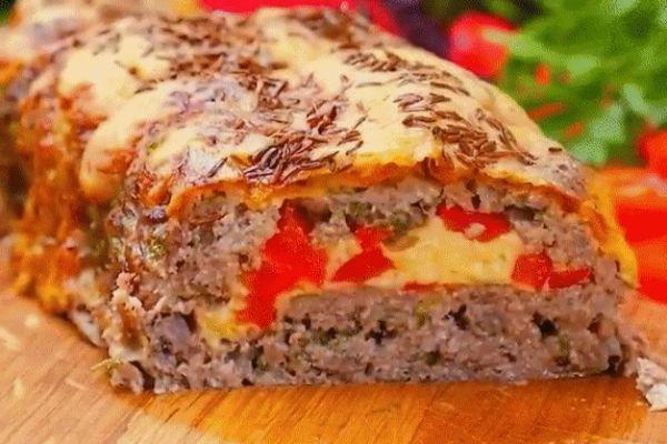 Мясной рулет с сырной начинкой
