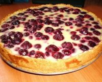 Нежный заливной пирог с вишней