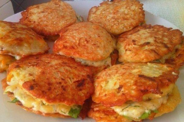 Кабачковые оладьи с сыром и чесноком 😉😋👍