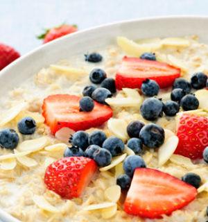 Хочешь свежей быть с утра? Ешь овсянку ты тогда!