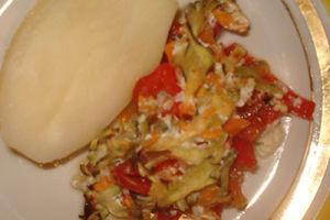 Минтай запеченный в кефире, с морковью и сладким перцем