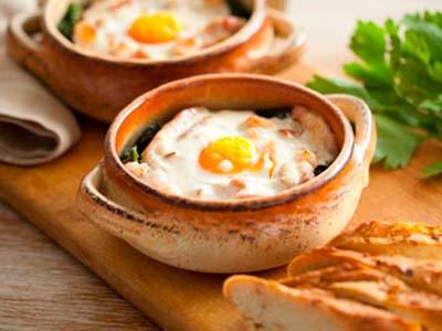 яйца в горшочкке