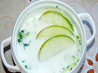 суп кефирный с яблоками