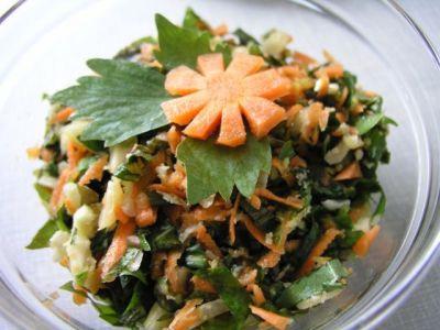 морковный салат с листьями одуванчика