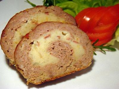 Мясной рулет с картофелем