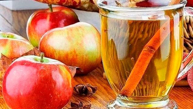 яблочный уксус в стакане