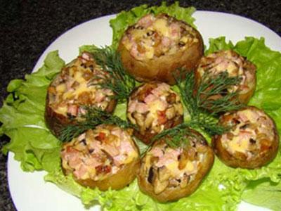 Картофель, фаршированный грибами и сыром