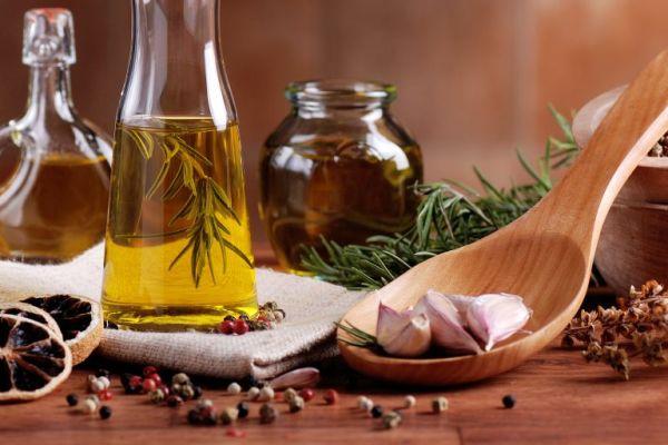 Как приготовить ароматизированное масло для салата