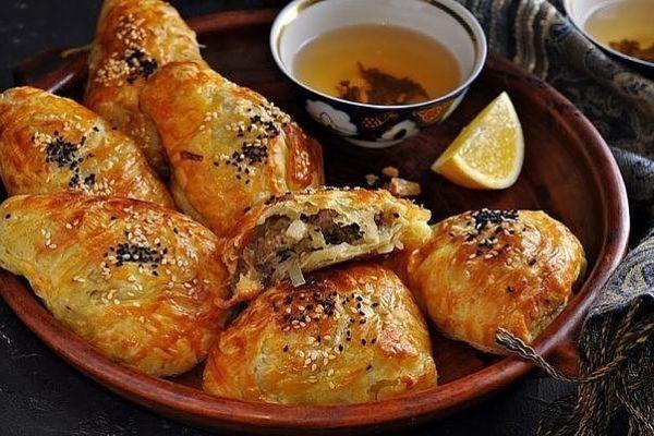 Самса на кефире с куриным мясом  и картошкой