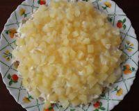 Слоеный салат с ананасами и рисом