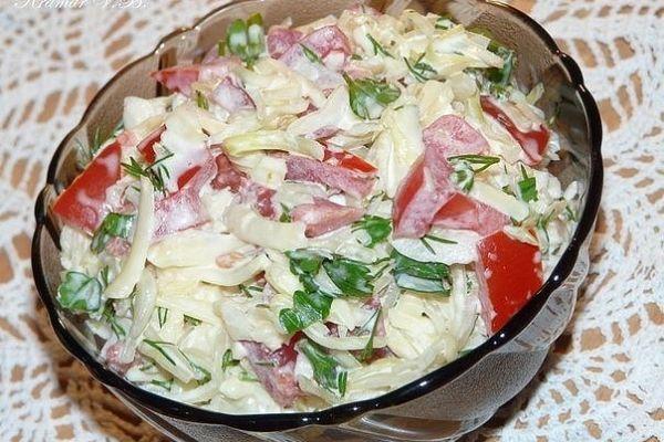 Салат «Капустный» с помидорами и сыром