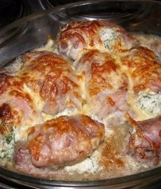 Куриные рулетики фаршированные яйцом, сыром и зеленью
