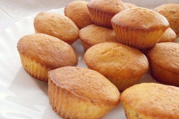Пышные, воздушные и вкусные манные кексы— проще рецепта не найти