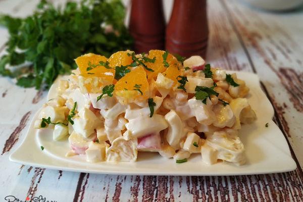 Новый салат с крабовыми палочками, яйцами и апельсином