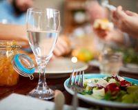 Пить или не пить: почему не стоит запивать еду водой?