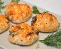 Куриные «бомбочки» с грибами и сыром