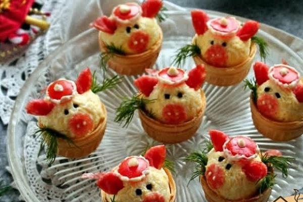 Новогодняя закуска в тарталетках «Свинки»